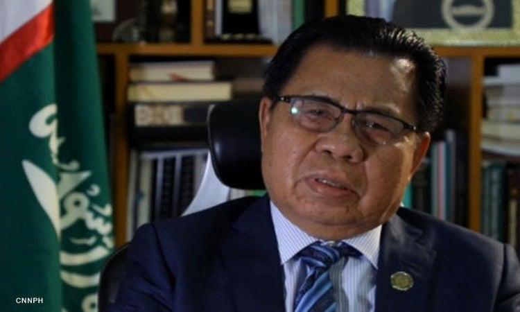 MILF Chair gives Duterte an assault rifle