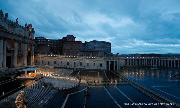 On Holy Thursday, pope thanks God for world's priests