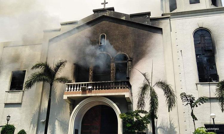 Fire razes Sto. Niño Church in Manila